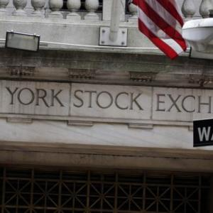 Us Stocks Drop As Economy Grows At Meager Pace