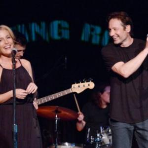 'X Files' Stars Duchovny, Anderson Sing Together Onstage