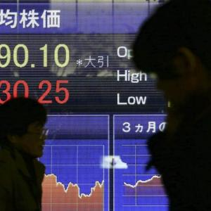 World Stock Markets Uneven As Weak Data Clouds Outlook