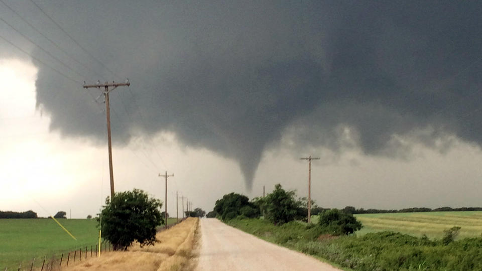 dozens injure 2 dead after tornadoes